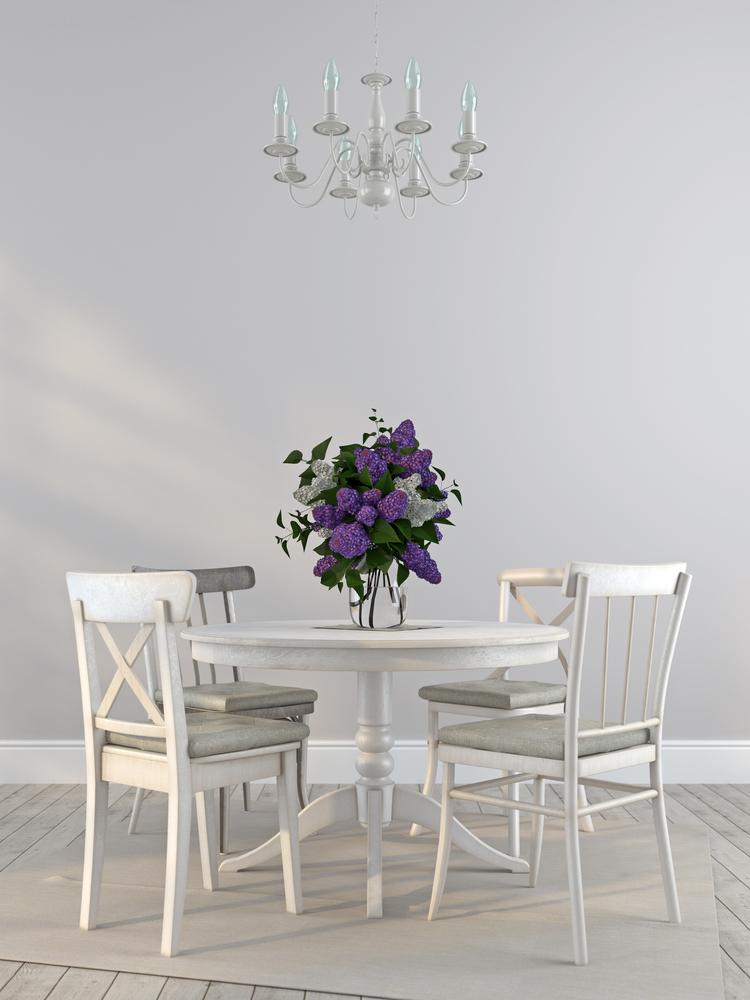 Stół do jadalni. Fot. depositphotos