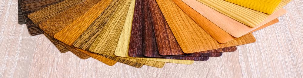 Instrukcja układania płytek winylowych na klej lub matę klejącą. Fot.: depositphotos.com