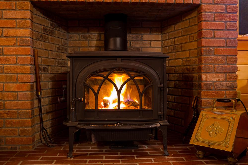 Rodzaje kominków i pieców wolnostojących. Fot.: depositphotos.com